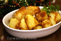 Crisp Roasted Potatoes With Chicken Gravy